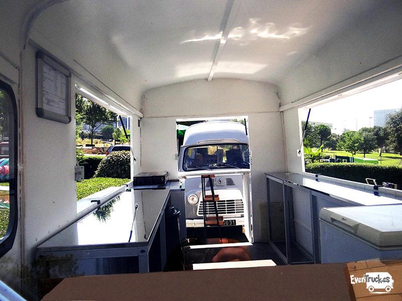 Food Truck interior con Equipamiento